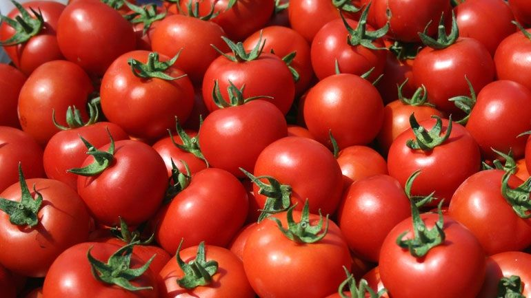 Τι αλλαγές θα δεις στο σώμα σου αν τρως μια ντομάτα καθημερινά