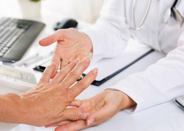 «Η Αυτοανοσία συναντά τις ιατρικές ειδικότητες στο πεδίο της Αναπαραγωγής» είναι ο τίτλος του συνεδρίου που διοργανώνει η Κλινική Αυτοάνοσων Ρευματικών Νοσημάτων του Metropolitan General με Διευθύντρια την κα Ελένη Κομνηνού, το Σάββατο 14 Δεκεμβρίου 2019, στην αίθουσα «Μίκης Θεοδωράκης» του δημαρχείου Παπάγου – Χολαργού. (Λ. Περικλέους 55, Χολαργός). Τα αυτοάνοσα νοσήματα αποτελούν σήμερα «επιδημία» για την κοινωνία, ενώ η συνύπαρξη αυτοάνοσου νοσήματος και κύησης παρουσιάζεται ολοένα και συχνότερα στην καθημερινή εκτέλεση του έργου των ιατρών, των εμπλεκόμενων και μη – με οποιονδήποτε τρόπο- σε αυτό το αντικείμενο. Στόχοι του Συνεδρίου είναι: η ενημέρωση ιατρών και ασθενών ότι η τεκνοποίηση γυναικών και αντρών με αυτοάνοσο νόσημα είναι πλέον εφικτή – υπό ορισμένες προϋποθέσεις, και η ανάδειξη της σημασίας που έχει η επίτευξη σωστής επικοινωνίας και συνεργασίας των εμπλεκόμενων ιατρικών ειδικοτήτων στο πεδίο της αναπαραγωγής. Η συμμετοχή είναι δωρεάν και θα χορηγηθούν 7 μόρια Συνεχιζόμενης Ιατρικής Εκπαίδευσης από τον Πανελλήνιο Ιατρικό Σύλλογο