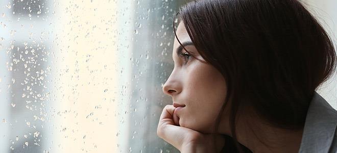 7 καθημερινές συνήθειες που αυξάνουν τον κίνδυνο κατάθλιψης